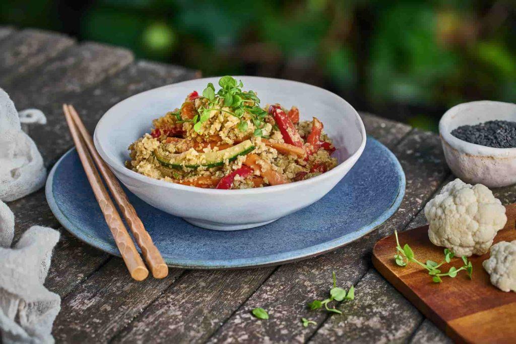 arroz de coliflor estilo asiático